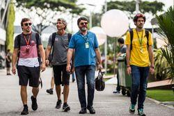 Fernando Alonso, McLaren, met zijn manager Luis Garcia Abad