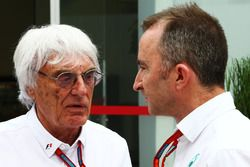 Bernie Ecclestone, avec Paddy Lowe, directeur exécutif technique Mercedes AMG F1