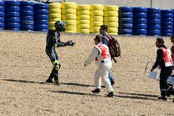 Liberación de la pista después de accidente, Nicolo Bulega, Sky Racing Team VR46, French Moto3 Race 2017