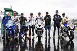 Johann Zarco, Jonas Folger, Cal Crutchlow e Loris Baz con i piloti della Handy race