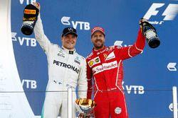 Podyum: Yarışın galibi Valtteri Bottas, Mercedes AMG F1, ikinci olan Sebastian Vettel, Ferrari