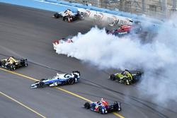 Sébastien Bourdais, Dale Coyne Racing Honda, Mikhail Aleshin, Schmidt Peterson Motorsports Honda, Marco Andretti, Andretti Autosport Honda Crash at the start