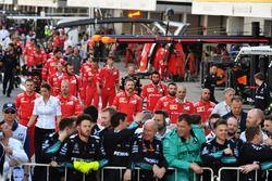 Mecánicos de Ferrari en el parque cerrado