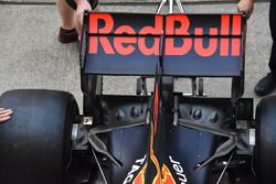 Red Bull Racing RB13, ala posteriore