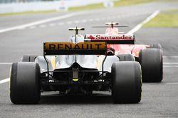 Jolyon Palmer, Renault Sport F1 Team RS17 and Kimi Raikkonen, Ferrari SF70H