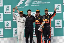 Lewis Hamilton, Mercedes AMG F1, Dan Fallows, Red Bull Racing Head of Aerodynamics, race winner Max