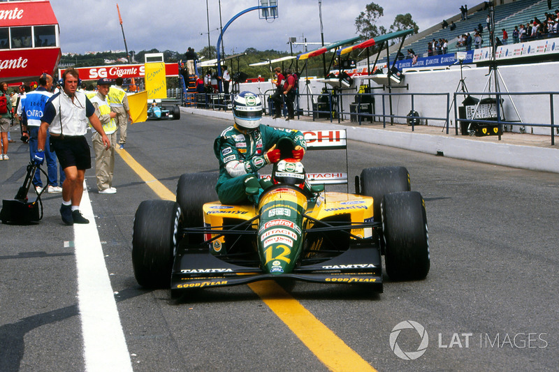 Estoril 1992: Johnny Herbert (Lotus) carica Mika Häkkinen (Lotus)