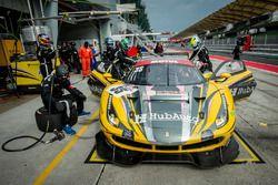 Arrêt aux stands de la #35 HubAuto Racing, Ferrari 488 GT3: Morris Chen, Hiroki Yoshimoto, Shinya Hosokawa, Hiroki Yoshida