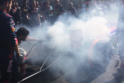 إستعمال طفاية الحريق على سيارة دانييل كفيات، تورو روسو