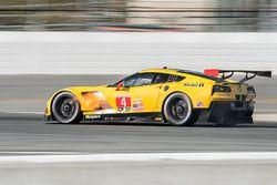 #4 Corvette Racing Chevrolet Corvette C7.R: Oliver Gavin, Tommy Milner, Marcel Fässler on fire