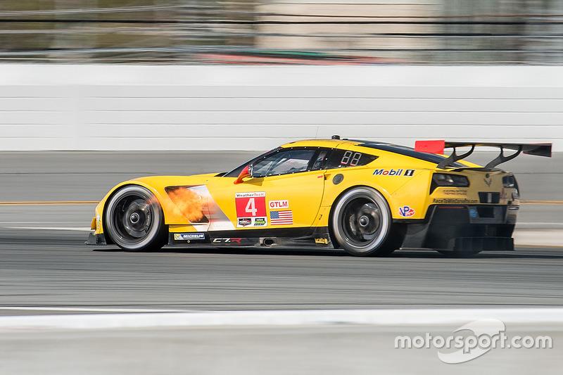 El Corvette Racing Chevrolet Corvette C7.R de Oliver Gavin, Tommy Milner y Marcel Fässler se incendi