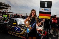 Chica de la parrilla de #2 Black Falcon Mercedes AMG GT3: Khaled Al Qubaisi, Jeroen Bleekemolen, Pat