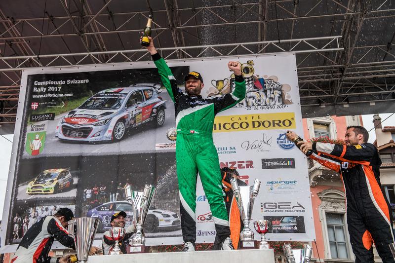 Ivan Ballinari auf dem Podium, Rally Ronde del Ticino