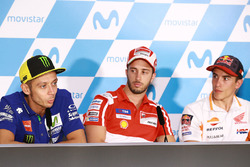 Валентино Росси, Yamaha Factory Racing, Андреа Довициозо, Ducati Team, и Марк Маркес, Repsol Honda T