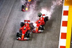 Startcrash: Sebastian Vettel, Ferrari SF70H, Max Verstappen, Red Bull Racing RB13, Kimi Raikkonen, F