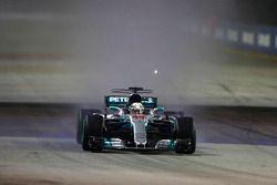 Lewis Hamilton, Mercedes AMG F1 W08 leads Daniel Ricciardo, Red Bull Racing RB13
