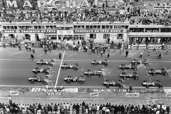 Start: Graham Hill, Team Lotus 49 Ford Cosworth, Jack Brabham, Brabham BT24 Repco, Dan Gurney, Eagle