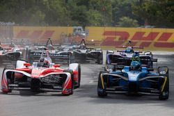 Felix Rosenqvist, Mahindra Racing; Nicolas Prost, Renault e.Dams