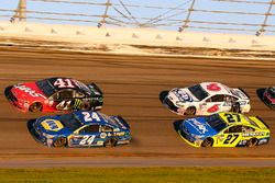 Chase Elliott, Hendrick Motorsports Chevrolet and Kurt Busch, Stewart-Haas Racing Ford