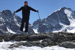 Ivan Jacoma sugli sci in montagna