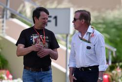 Михаэль Шмидт, журналист, и Дэнни Салливан, FIA