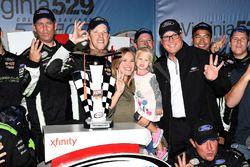 Sieger Brad Keselowski, Team Penske Ford
