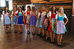 Ragazze in abito tradizionale austriaco