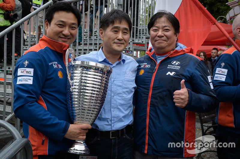 Hyundai Motorsport team principals celebrate victory