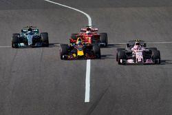 Esteban Ocon, Sahara Force India F1 VJM10, Daniel Ricciardo, Red Bull Racing RB13, Valtteri Bottas, Mercedes AMG F1 W08, Sebastian Vettel, Ferrari SF70H
