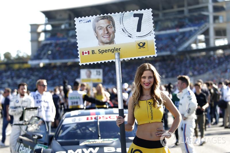 La grid girl di Bruno Spengler, BMW Team RBM, BMW M4 DTM