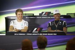 Nico Rosberg, Mercedes AMG F1, Lewis Hamilton, Mercedes AMG F1 lors de la conférence de presse de la FIA