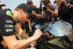 Tom Sykes, Kawasaki Racing firma atografi