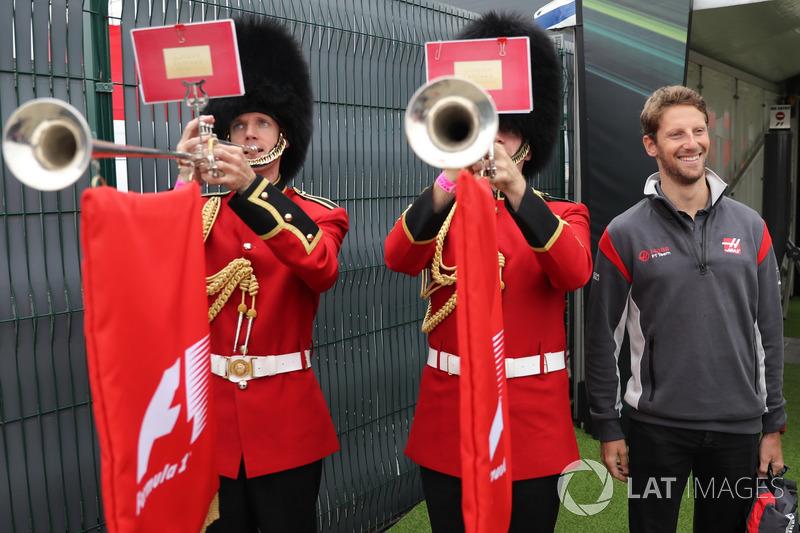 Romain Grosjean, Haas F1 Team y los guardias de Palacio