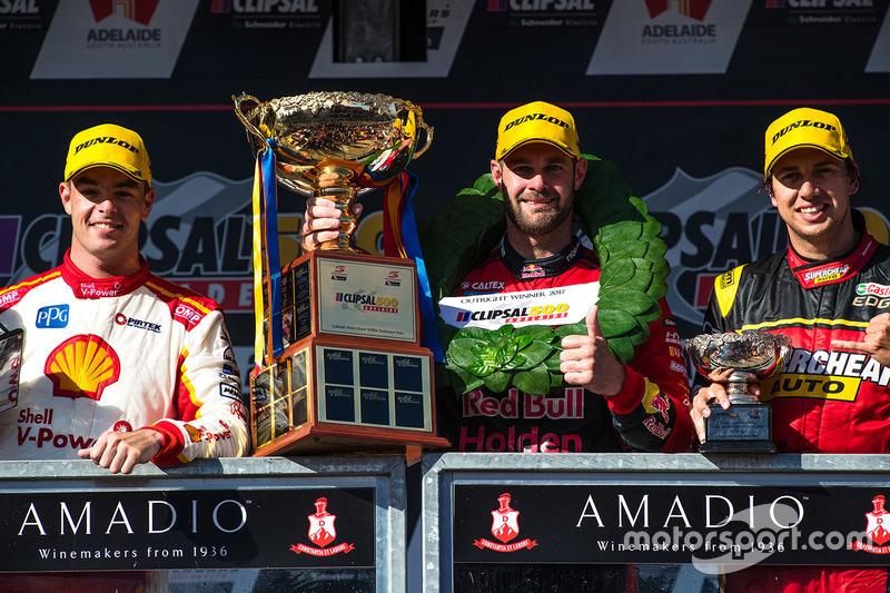 Podium: race winner Shane van Gisbergen, Triple Eight Race Engineering Holden, second place Scott Mc