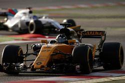 Nico Hulkenberg, Renault Sport F1 Team RS17, leads Felipe Massa, Williams FW40