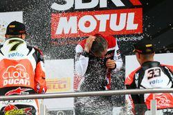 Podium : Chaz Davies, Ducati Team, vainqueur, et Marco Melandri, Ducati Team, troisième