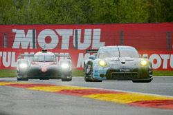 #77 Dempsey Proton Competition, Porsche 911 RSR: Christian Ried, Matteo Cairoli, Marvin Dienst; #9 T