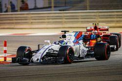 Felipe Massa, Williams FW40; Kimi Räikkönen, Ferrari SF70H