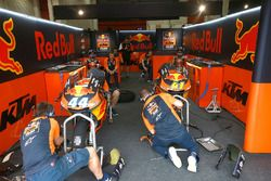 Miguel Oliveira, Red Bull KTM Ajo, garage