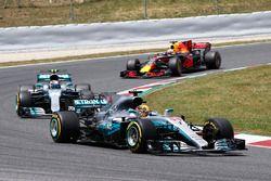Lewis Hamilton, Mercedes AMG F1 W08, Valtteri Bottas, Mercedes AMG F1 W08, Daniel Ricciardo, Red Bul