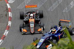 Joey Mawson, Van Amersfoort Racing, Dallara F317 - Mercedes-Benz; Jake Dennis, Carlin, Dallara F317