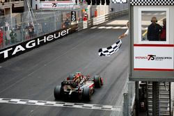 Nyck De Vries, Rapax takes the chequered flag to win the race