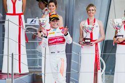 Ganador de la carrera Nyck De Vries, Rapax