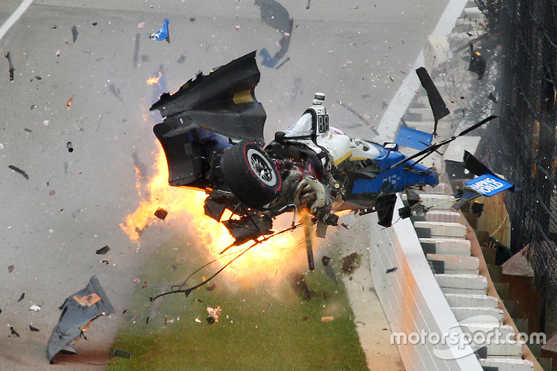 Scott Dixon, Chip Ganassi Racing Honda in a huge crash