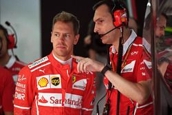Sebastian Vettel, Ferrari y Riccardo Adami, Ferrari ingeniero de carrera