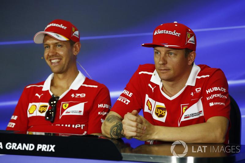 Sebastian Vettel, Ferrari, Kimi Raikkonen, Ferrari, en la conferencia de prensa