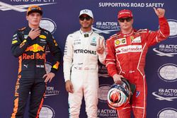 Обладатель поула Льюис Хэмилтон, Mercedes AMG F1, второе место – Кими Райкконен, Ferrari, третье мес