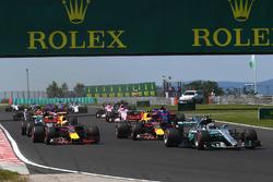 Valtteri Bottas, Mercedes-Benz F1 W08 Hybrid at the start of the race
