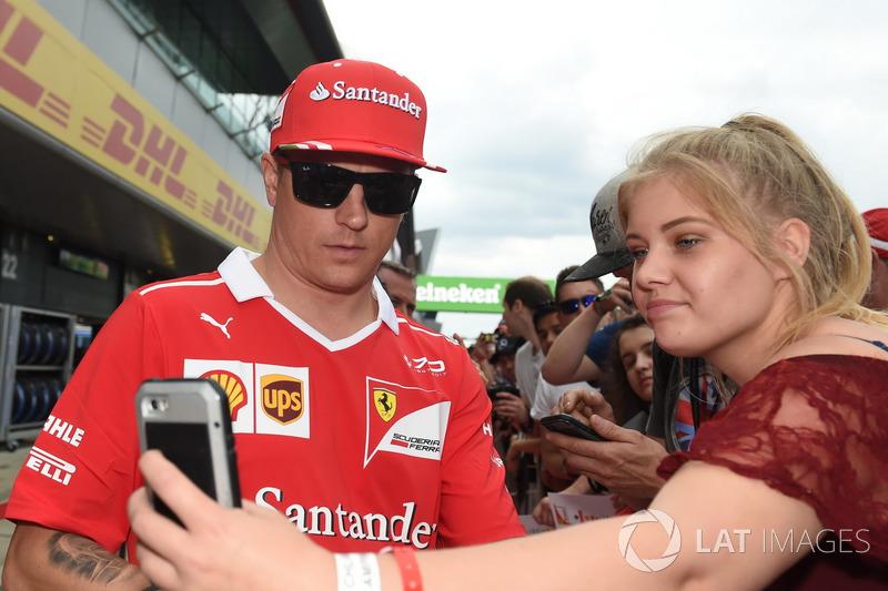 Kimi Raikkonen, Ferrari meets the fans at the autograph session