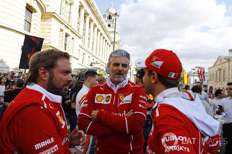 Мауріціо Аррівабене, керівник Ferrari, і Себастьян Феттель